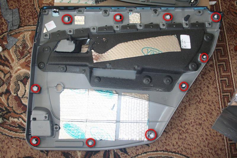 Расположение пистонов крепления обшивки задней двери