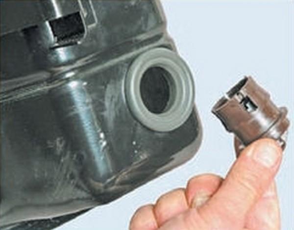 Как извлечь гравитационный клапан из сепаратора Приора