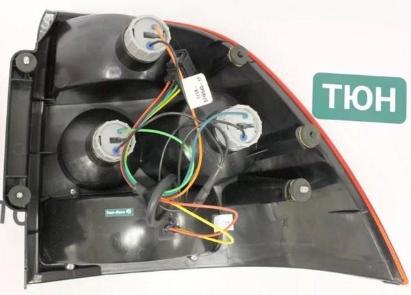 Задняя фара на Приору цвет проводов